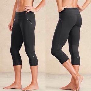 Athleta Relay Capri 2.0 Black Size XS